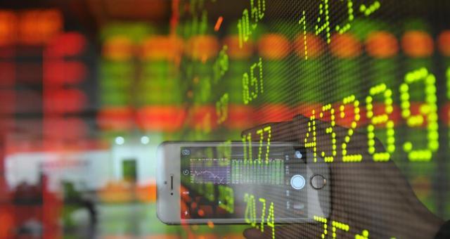 """肖钢首次系统回应2015股市危机,过度""""牛市情结""""对市场有害"""
