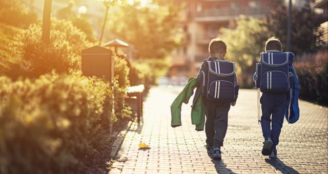 疫情导致学校上网课,年收费逾12万元的国际学校该不该退学费?