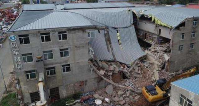 哈尔滨食品公司仓库楼体坍塌被困9人全部搜出,无人幸存