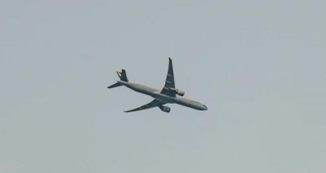 深航一客机发生机械故障:2分钟内骤降近六千米,现已安全返航
