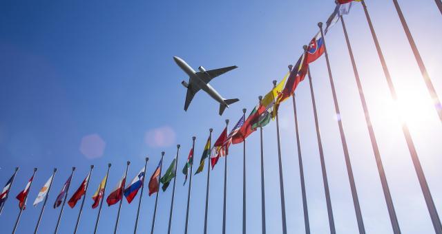 黄平:全球发展进入高风险时代,应以合作共赢代替零和博弈