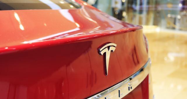 """特斯拉奔驰等起诉美国政府,车企们离不开""""中国制造"""""""